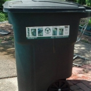 SOLUTION <Br>TRASHCAN with LID